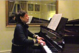 Pianist Shirley Gruenhut plays Bach's French Suite No.5