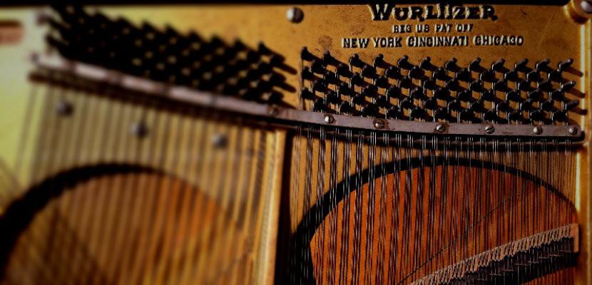 Wurlitzer_piano_tuner