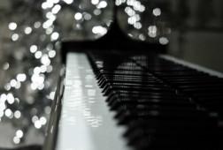 Piano_Christmas_lights