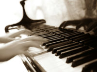 Playing_piano_fast