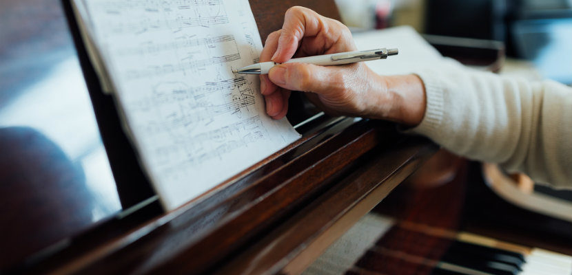 Studying_piano_in_retirement