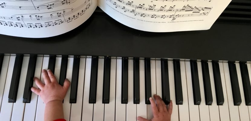 Baby_on_piano
